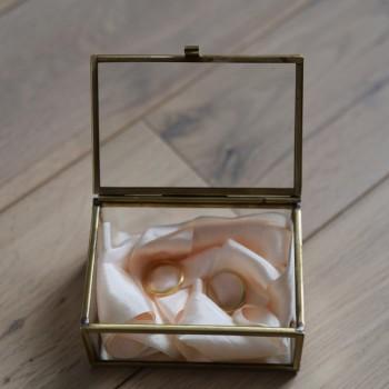 Boîte à alliances et à bijoux en verre et laiton doré