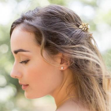 https://www.latelierdesylvie.com/1148-thickbox/dalia-clous-d-oreilles-en-argent-et-perles-nacrees.jpg