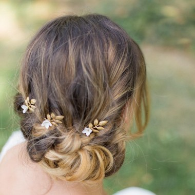 https://www.latelierdesylvie.com/1342-thickbox/paola-pics-pour-coiffure-de-mariee-feuilles-et-fleurs-delicates.jpg