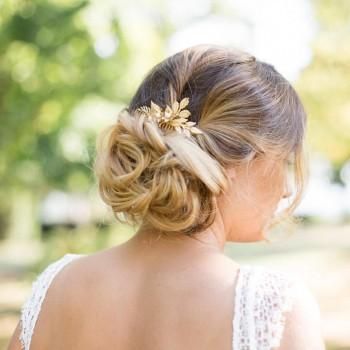 """""""Ofelia"""" Peigne de mariée délicat avec feuillage et perles d'eau douce"""