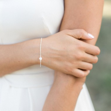 https://www.latelierdesylvie.com/1670-thickbox/calista-bracelet-de-mariee-avec-joli-serti-en-zirconium.jpg