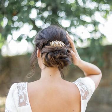 https://www.latelierdesylvie.com/1702-thickbox/lia-peigne-de-mariee-avec-fleurs-en-porcelaine-et-feuillage.jpg