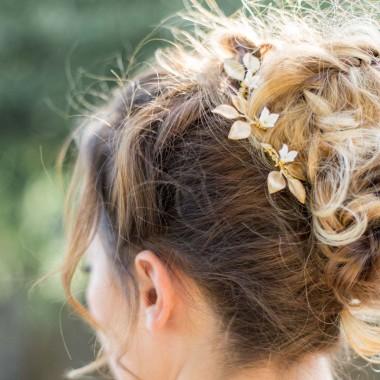 """""""Noelia"""" Pics pour coiffure de mariée feuilles de rose et fleurs délicates"""