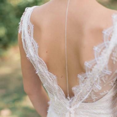 """Asteria"" Bijou de dos précieux avec pendentif en cristal"