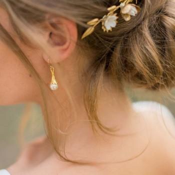 """""""Lara"""" Boucles d'oreilles pendentif tulipe et perle nacrée"""