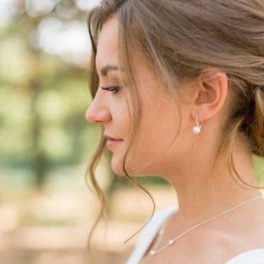 """Alberta"" Crochets d'oreilles en argent avec perles nacrées"