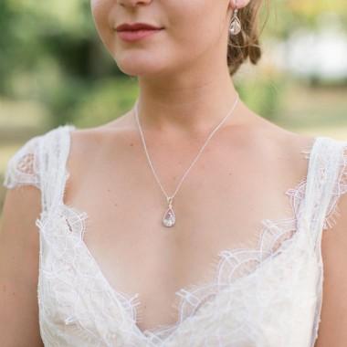 https://www.latelierdesylvie.com/1991-thickbox/asteria-collier-de-mariee-precieux-avec-pendentif-en-cristal.jpg