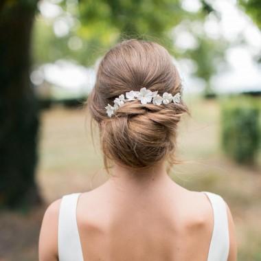 """""""Belina"""" Ornement pour coiffure de mariée avec multitude de fleurs en porcelaine"""