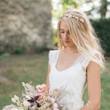 https://www.latelierdesylvie.com/2121-thickbox/bruna-couronne-de-mariee-feuillages-et-fleurs-en-porcelaine.jpg