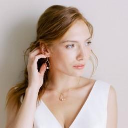 """""""Josefa"""" Boucles d'oreilles de mariée goutte pendante et perle nacrée"""