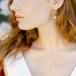 """""""Marina"""" Boucles d'oreilles de mariée avec pendentif rond et perle nacrée"""