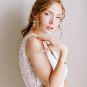"""""""Melia"""" Boucles d'oreilles de mariée cascade de fleurs"""