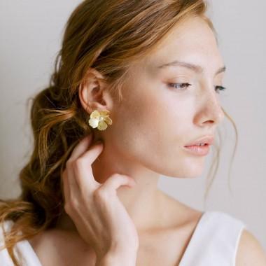https://www.latelierdesylvie.com/2285-thickbox/mila-boucles-d-oreilles-jolie-fleur-en-laiton.jpg