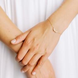 """""""Aria"""" Bracelet de mariée avec intercalaire fleurs serties de zircons"""