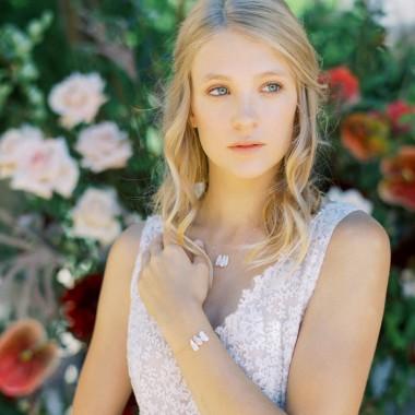 https://www.latelierdesylvie.com/2319-thickbox/briana-bracelet-de-mariee-avec-perles-d-eau-douce-irregulieres.jpg