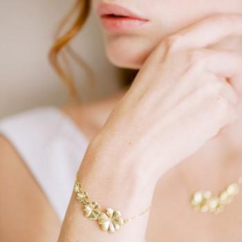 """Melia"" Bracelet de mariée avec intercalaire cascade de fleurs"