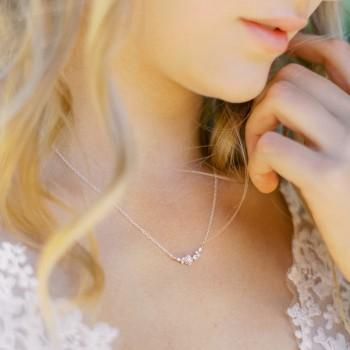"""""""Aria"""" Collier de mariée avec joli intercalaire fleurs et zircon"""