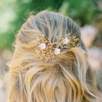 """""""Esmea"""" Ornement de cheveux mariée estampe en laiton et fleurs en porcelaine"""