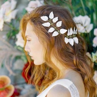 https://www.latelierdesylvie.com/2380-thickbox/clara-ornements-pour-coiffure-de-mariee-feuilles-en-porcelaine.jpg