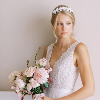 """""""Lorea"""" Couronne de mariée double avec feuillages et fleurs en porcelaine"""