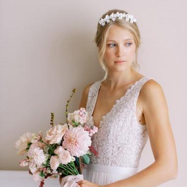 https://www.latelierdesylvie.com/2397-thickbox/lorea-couronne-de-mariee-double-avec-feuillages-et-fleurs-en-porcelaine.jpg
