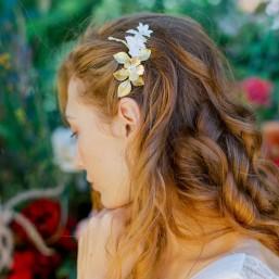 """""""Sonia"""" Peigne de mariée avec feuillages et fleurs en laiton et porcelaine"""