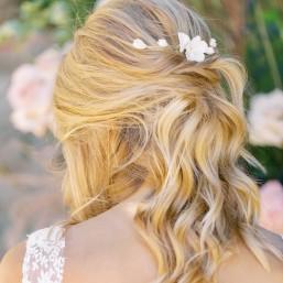 """""""Tessa"""" Peigne de mariée feuille et fleurs en porcelaine"""