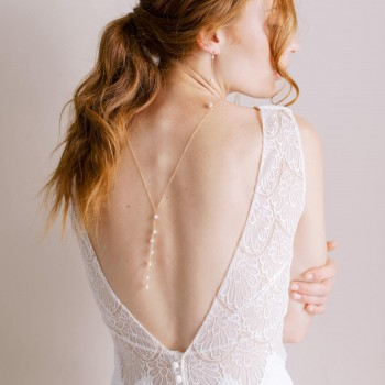 """""""Perlina"""" Collier de mariée avec bijou de dos et multitude de perles nacrées"""