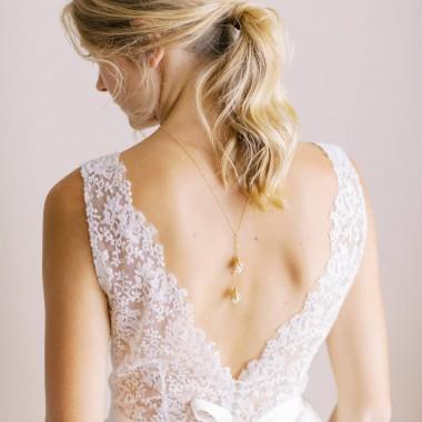 https://www.latelierdesylvie.com/2542-thickbox/noa-collier-de-dos-echarpe-jolies-fleurs-pendantes.jpg