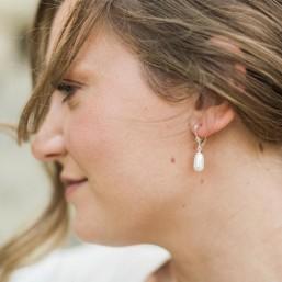 """""""Aurea"""" Boucles d'oreilles dormeuses avec goutte nacrée"""