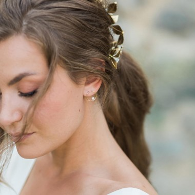 https://www.latelierdesylvie.com/2597-thickbox/camelia-boucles-d-oreilles-cercle-avec-perle-nacree.jpg