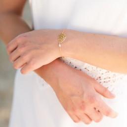"""""""Léa"""" Bracelet de mariée avec intercalaire filigrané et petite perle nacrée"""