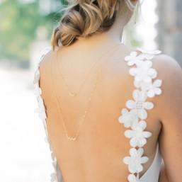 """""""Fiorina"""" Collier de mariée bijou de dos et élégants pendentifs fleuris"""