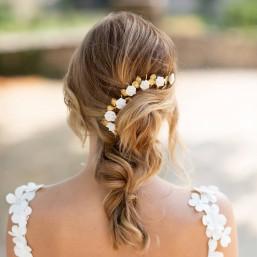 """""""Marica"""" Ornement pour coiffure de mariée branchages en laiton et roses porcelaine"""