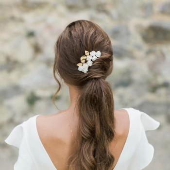 """""""Ava"""" Ornement de coiffure de mariée feuillage et fleurs de pivoine"""
