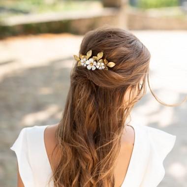 https://www.latelierdesylvie.com/2770-thickbox/liana-peigne-de-mariee-jolis-feuillages-en-laiton-et-fleurs-emaillees.jpg