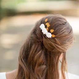 """""""Evana"""" Peigne de mariée avec jolies fleurs de pivoine et petites feuilles dorées"""