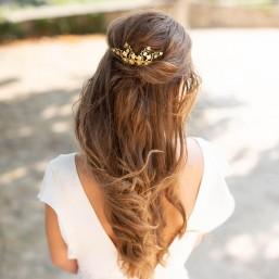 """""""Estella"""" Peigne de mariée avec jolis branchages de vigne et fleurs en laiton"""