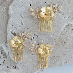 """""""Alana"""" Peignes de mariée fleurs en laiton et feuillage strassé"""